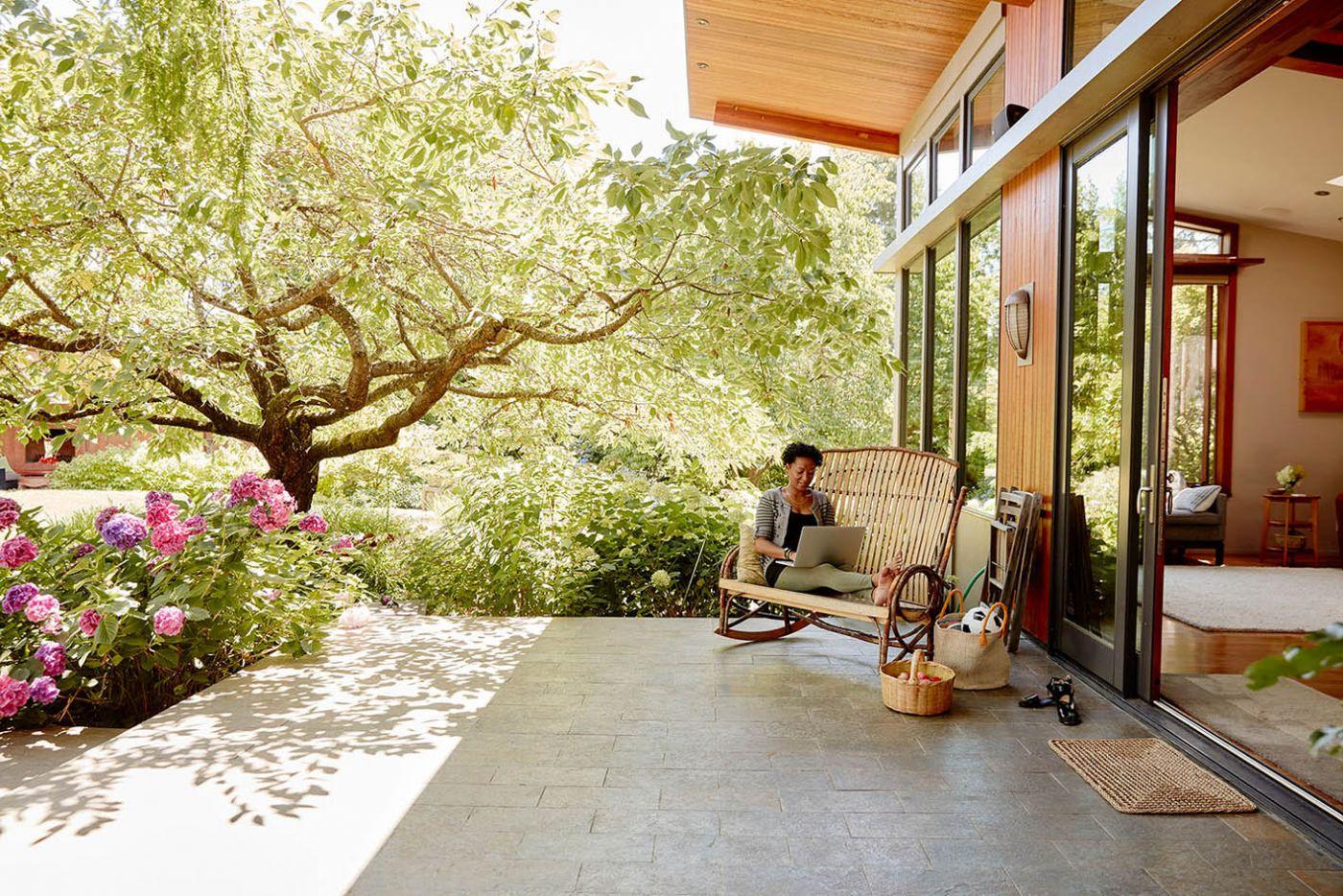 ค้นหาผู้โชคดี 12 คนร่วมโปรแกรม  Live Anywhere On Airbnb  อยู่ที่ไหนก็ได้ทั่วโลกเป็นเวลาหนึ่งปี